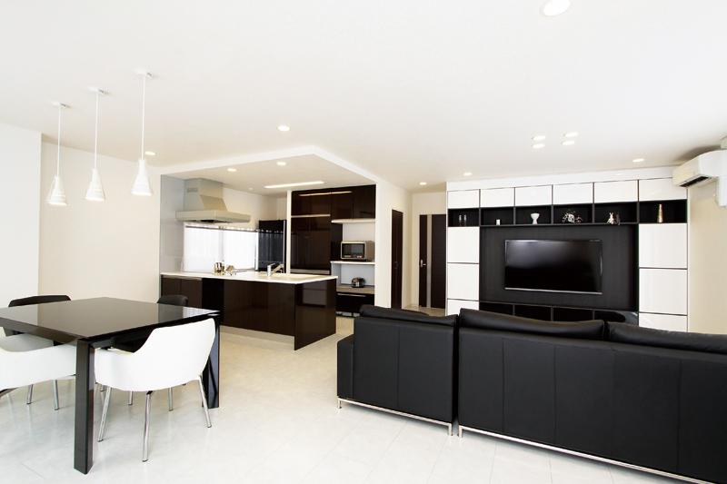 キッチンを南側へ移設して広くて開放的なLDKを設計