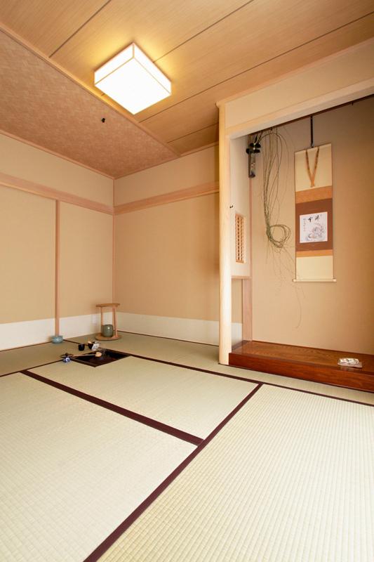格調高い茶室を中心に美しい空間が広がる機能的な住まいに