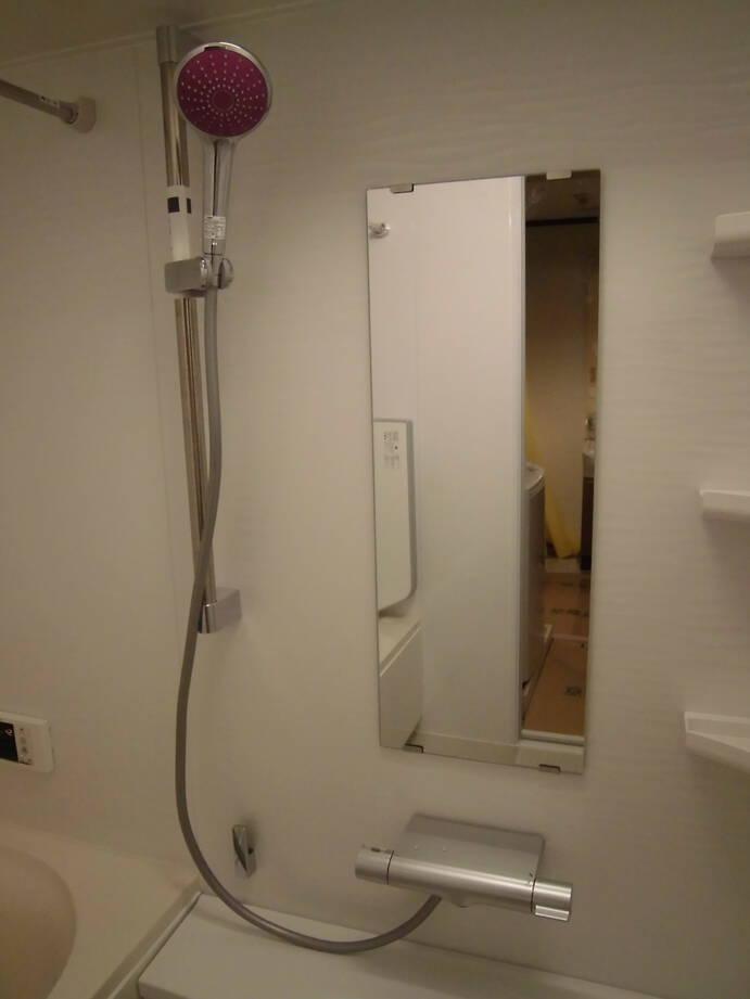 明るくて清潔感のある浴室