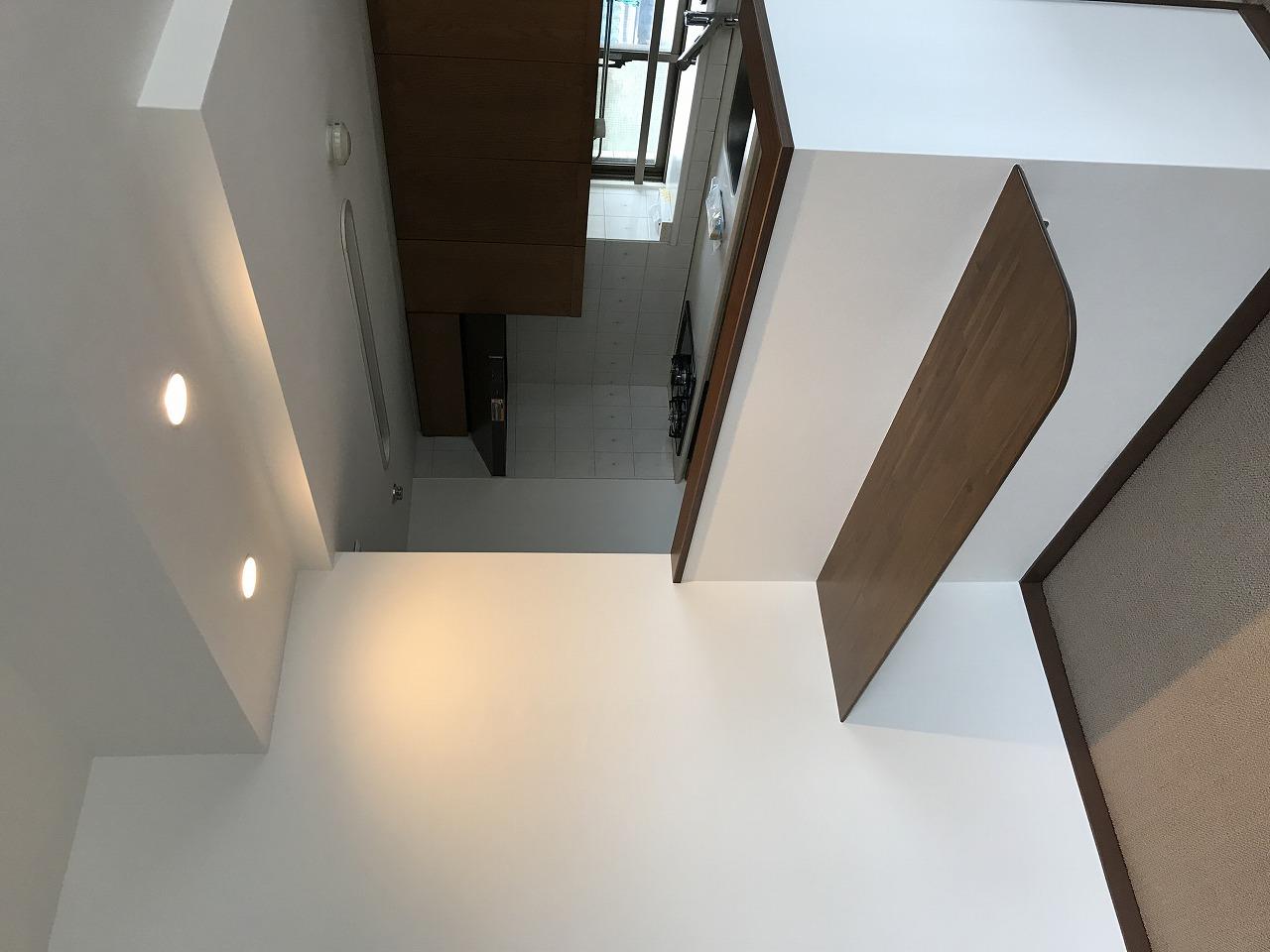 入居前の全体的なリフォームと明るいキッチン