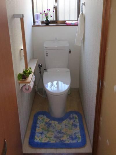 手摺をつけて一人暮らしのお母様も安心できるトイレに