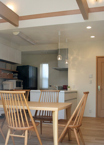壁面収納を『見せる』『使う』美しいキッチン