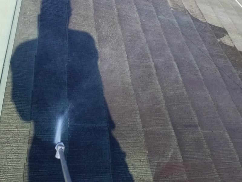 劣化したスレート屋根塗装と雨戸塗装