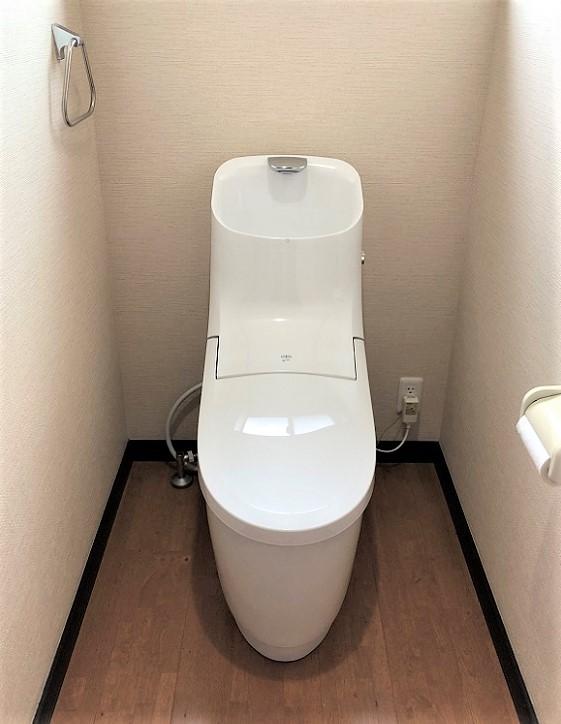 LIXIL手洗い付きのトイレですっきりとした空間に