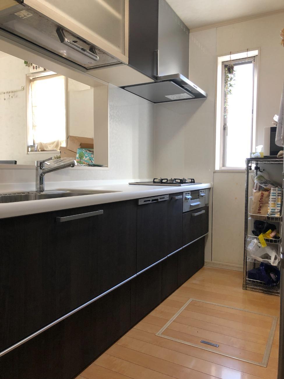 漏水で腐食したキッチンの交換工事