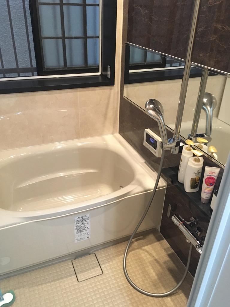 大きな窓がある寒い浴室と物が溢れた洗面室をリフォーム