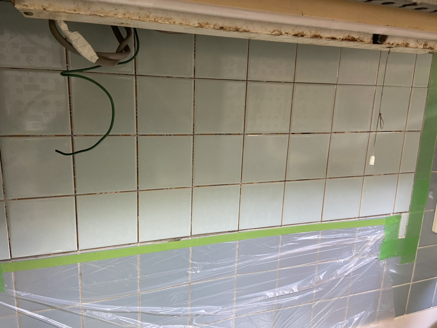 キッチン壁のタイル補修