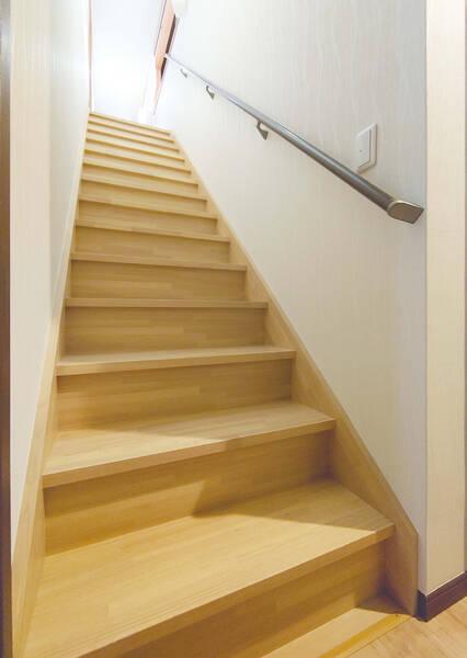 2階を全面リフォーム 急な階段を安心安全な階段に