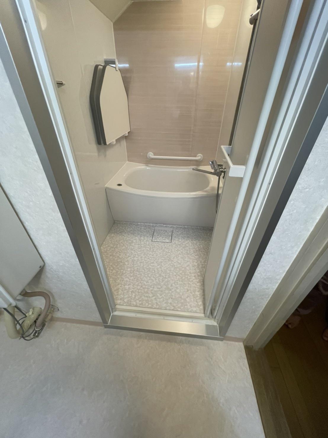 一工夫で少し変わった浴室も綺麗なユニットバスに
