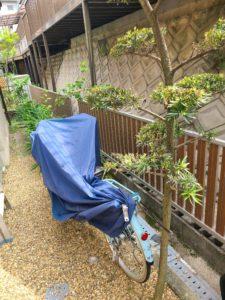 お庭の雰囲気を考慮し木目調のフェンスを設置