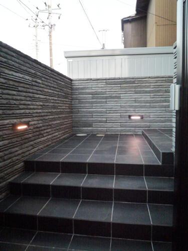 黒を基調とした大人なデザイン・オシャレな空間を演出