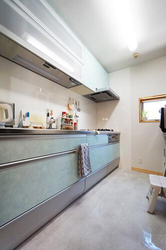 使いやすいI型キッチンに取り換え・スペースも拡張