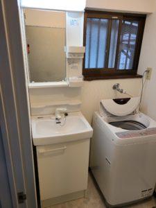 洗面化粧台はワンサイズ小さくして入るように配慮