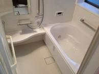 手すりを取り付け・バリアフリー仕様の浴室