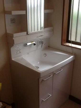 収納力アップ・TOTO「サクア」の洗面化粧台