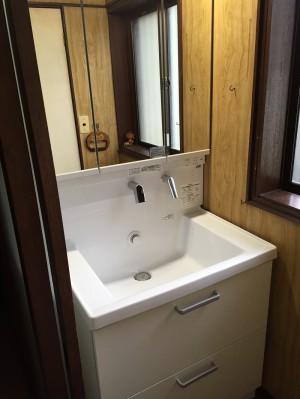 使いやすい広さの洗面化粧台・新しい排水トラップに交換