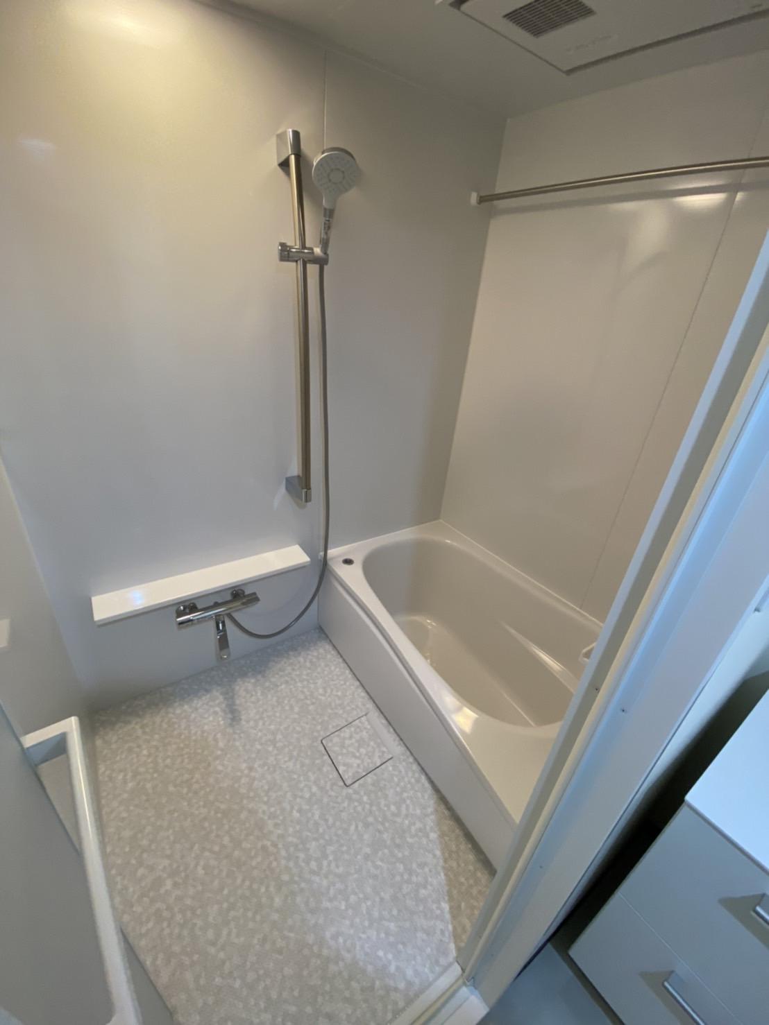本当に必要なものだけ。ミラーレスでシンプルな浴室へ!