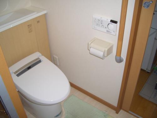 白×ブラウンの優しいトイレ