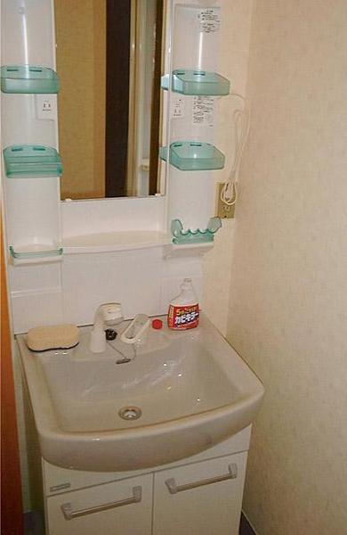 洗面台はコンパクトなタイプに変更【洗面】