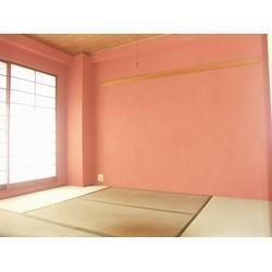 ピンクの珪藻土の和空間