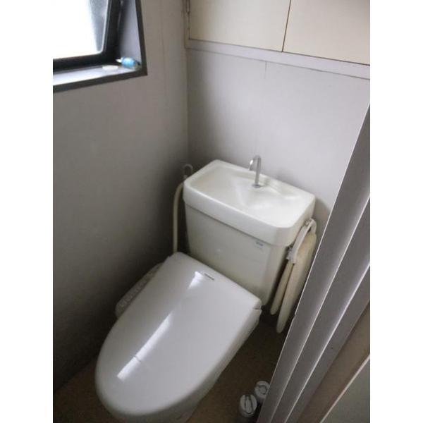 デッドスペースをなくし広々したトイレに