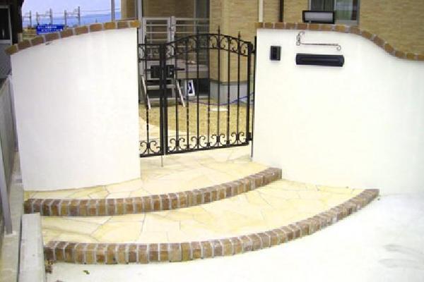 曲線のうつくしい門構えのリフォーム事例