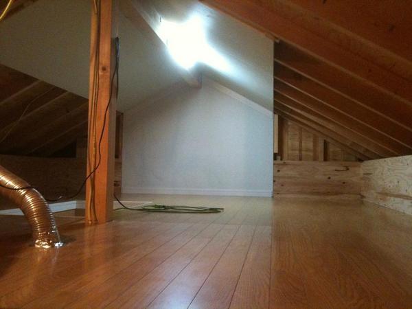 屋根裏を収納場所から屋根裏部屋に!のリフォーム事例