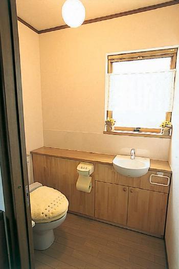 収納と素材にこだわった安らぎのトイレ