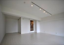 白を基調とした清潔感あふれる家