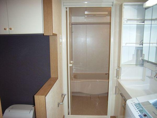 浴室洗面トイレを1つの空間にし、生まれたホテルライクな水廻り