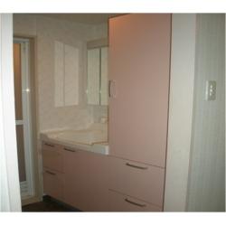 ピンクが映える可愛い洗面台