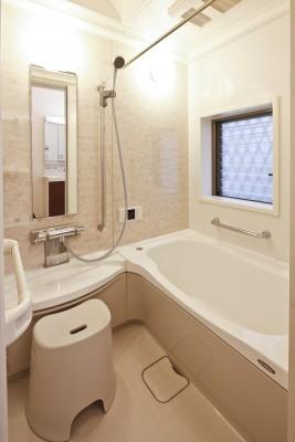 しっかりと体を休めるように設計された浴室へ