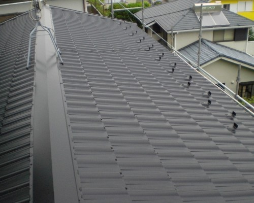 モダンな雰囲気を演出する屋根