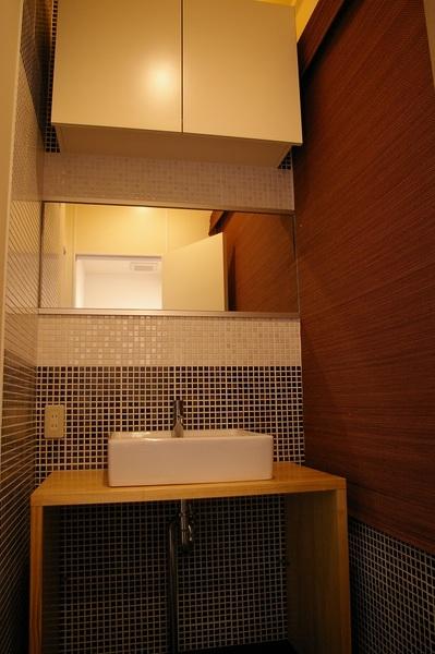 シンプルで落ち着いた雰囲気のトイレ