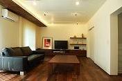 家具の配置・素材・照明でモダンな空間を演出