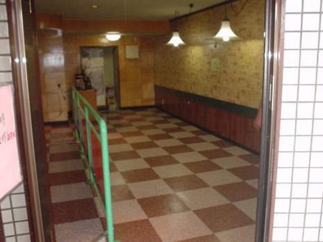 店舗の床貼り替え