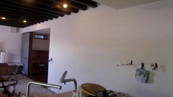 趣のある漆喰壁に