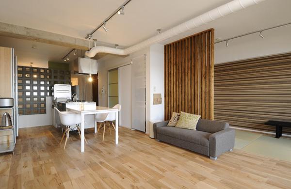 木とコンクリートの組み合わせが個性的な家