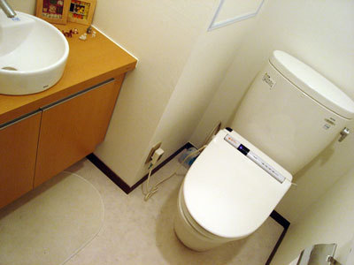 明るく広々としたトイレ