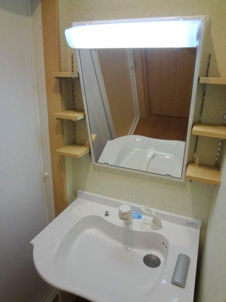 車椅子での利用を想定した洗面台