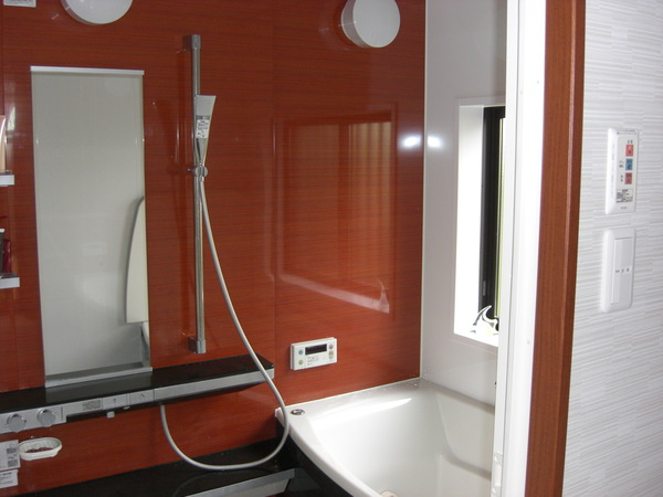 タイル貼りの浴室が断熱浴室に、そして機能重視の洗面室