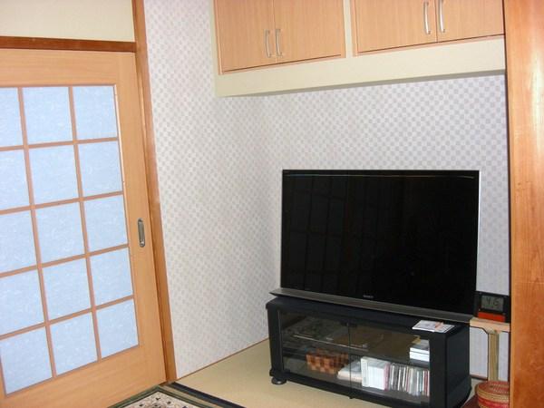 テレビスペースの新設(和室の押入あと)
