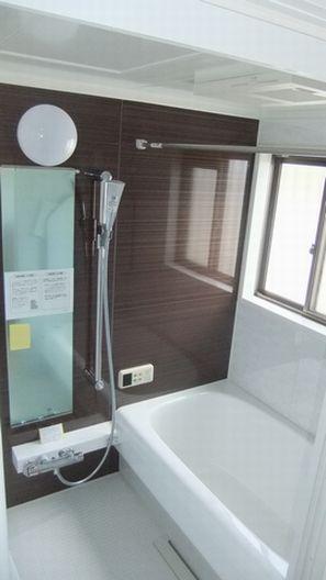トクラス製の浴槽で広々バスルーム