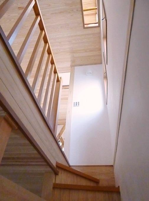 光が差し込む、自然素材あふれるお家へ