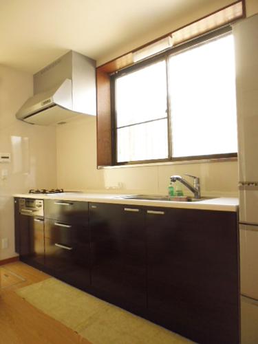 戸建の玄関からリビング、キッチンを住みながら工事177万円
