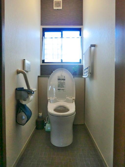 アクセントカラーがあるトイレ