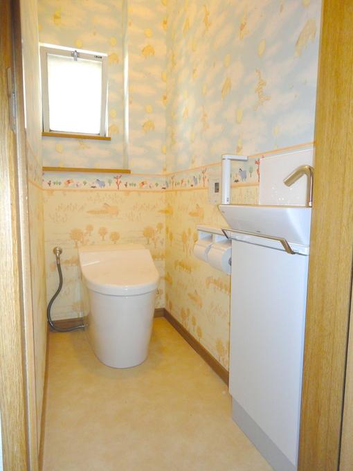 個性的な壁紙でトイレを演出