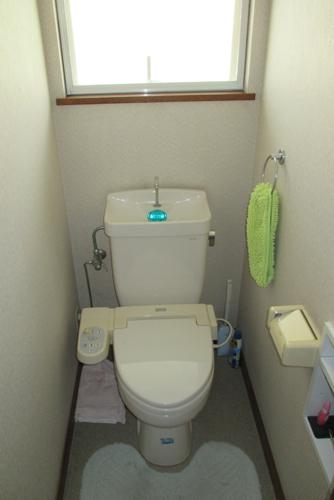 収納付き手洗い別のトイレに入れ替え