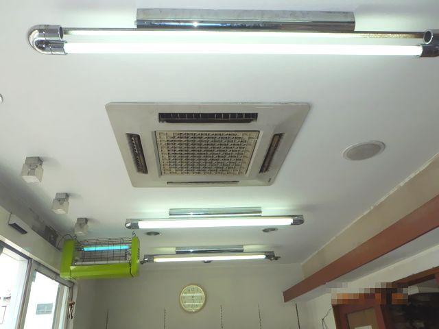 上の階からの水漏れで染みた天井の補修