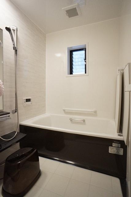 美しさと温かさが続く空間へ タカラスタンダード 伸びの美浴室